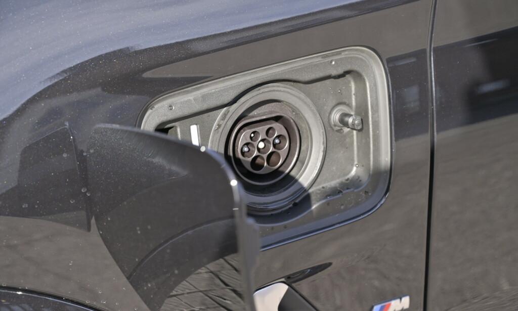 KJEKK: BMW bruker pakning på tanklokket slik at man slipper plastlokket som mange bruker. Det betyr faktisk litt i hverdagen. Foto: Rune M. Nesheim
