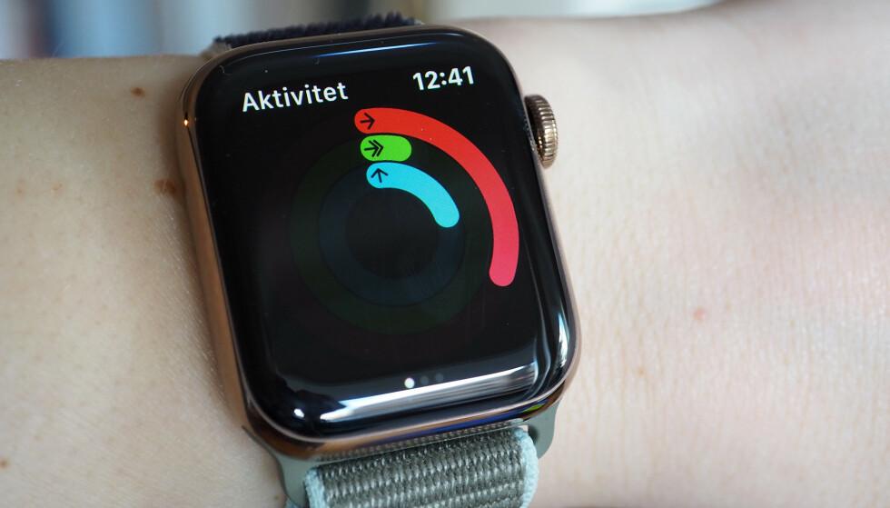 DEMOTIVERENDE: Har det vært mye slike aktivitetsringer på Apple Watch i det siste? Det lureste er selvfølgelig å røre mer på seg. Foto: Kirsti Østvang
