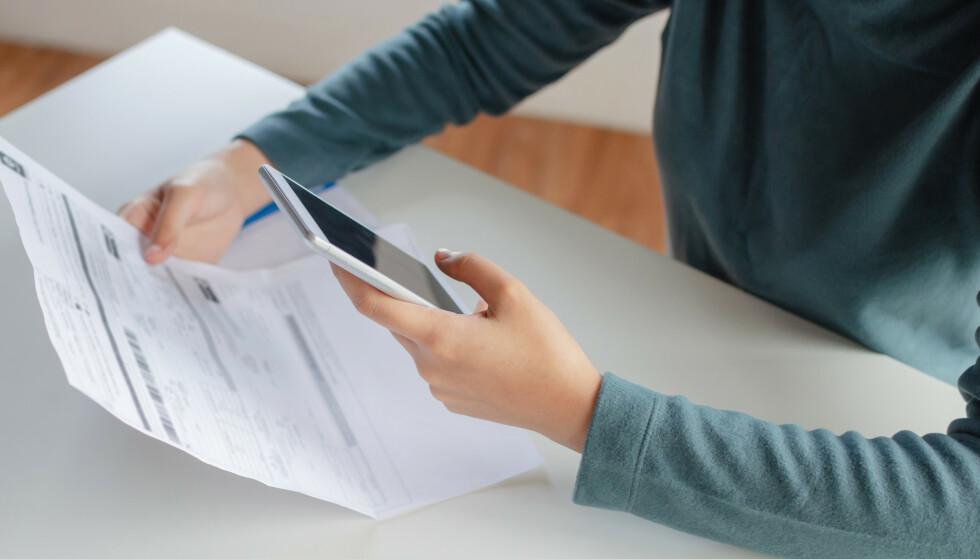SLITER MED GJELD: Det er de godt voksne som har størst andel som ikke tror de kan håndtere gjelda si i år. Les mer om funnene fra fersk undersøkelse i saken under. Foto: Shutterstock/NTB Scanpix.