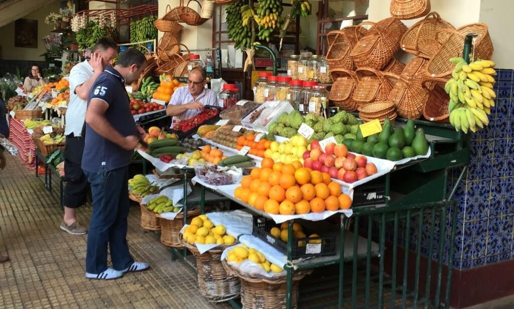 KAN BLI DYRERE: Frukt og grønt som importeres fra utlandet, kan bli dyrere i tiden som kommer. Foto: Bjørn Eirik Loftås