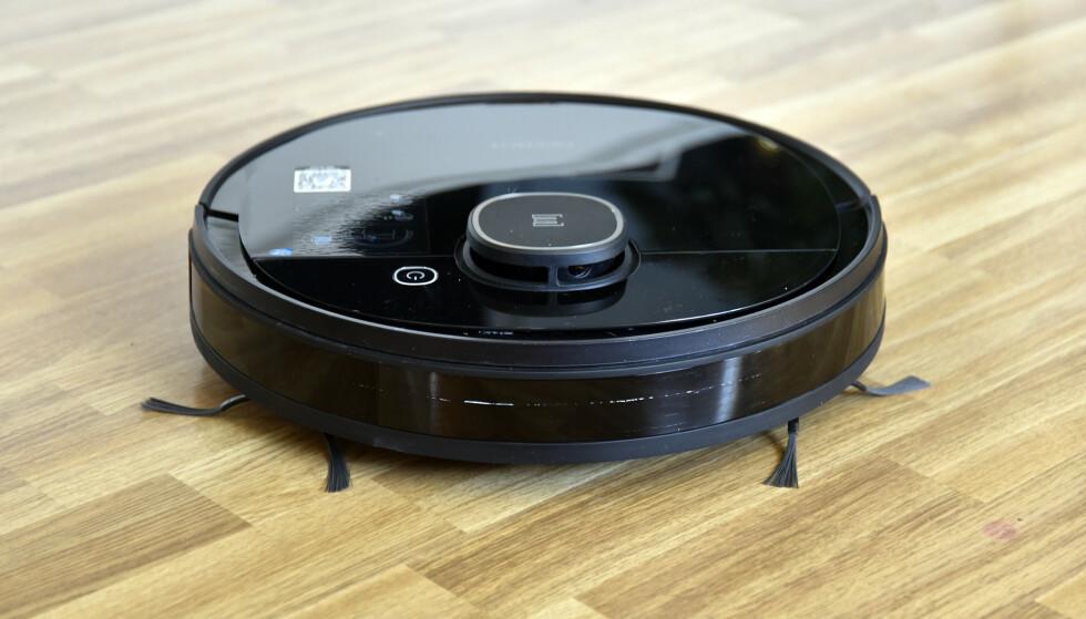 MEGET GOD: Til 5.000 kroner synes vi Ecovacs Deebot 920 er mye robotstøvsuger for pengene. Foto: Pål Joakim Pollen