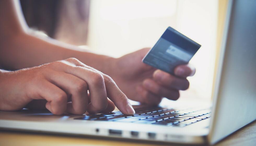 RISIKABEL NETTHANDEL? En ny, nordisk rapport konkluderer med at det er større risiko for at tingene du kjøper av nettbutikker fra utenfor EU inneholder farlige eller ulovlige stoffer, sammenliknet med kjøp fra europeiske nettbutikker. Foto: Shutterstock/NTB scanpix