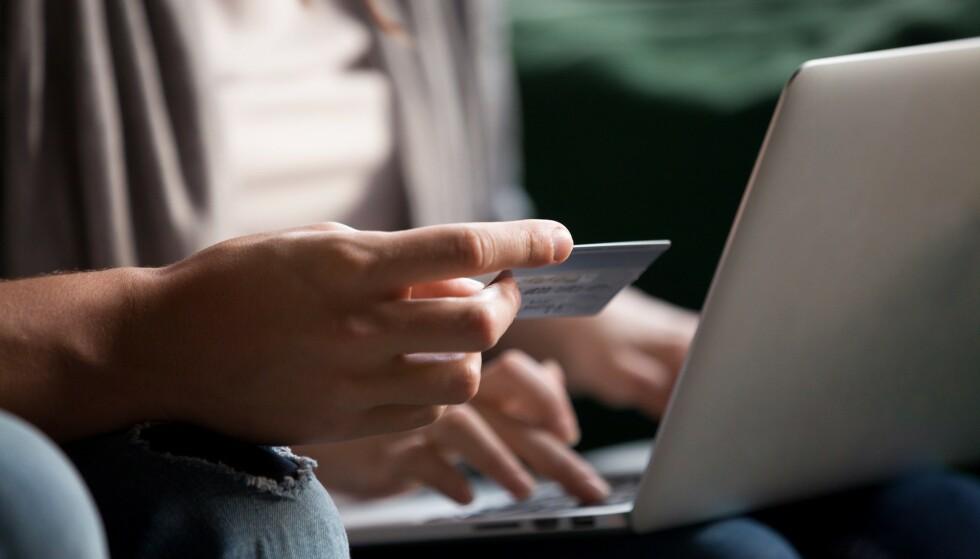 <strong>MYE SVINDEL:</strong> Googles årlige annonserapport avslører at det fortsatt er svært mange svindelannonser å finne på nettet. Foto: Shutterstock / NTB Scanpix