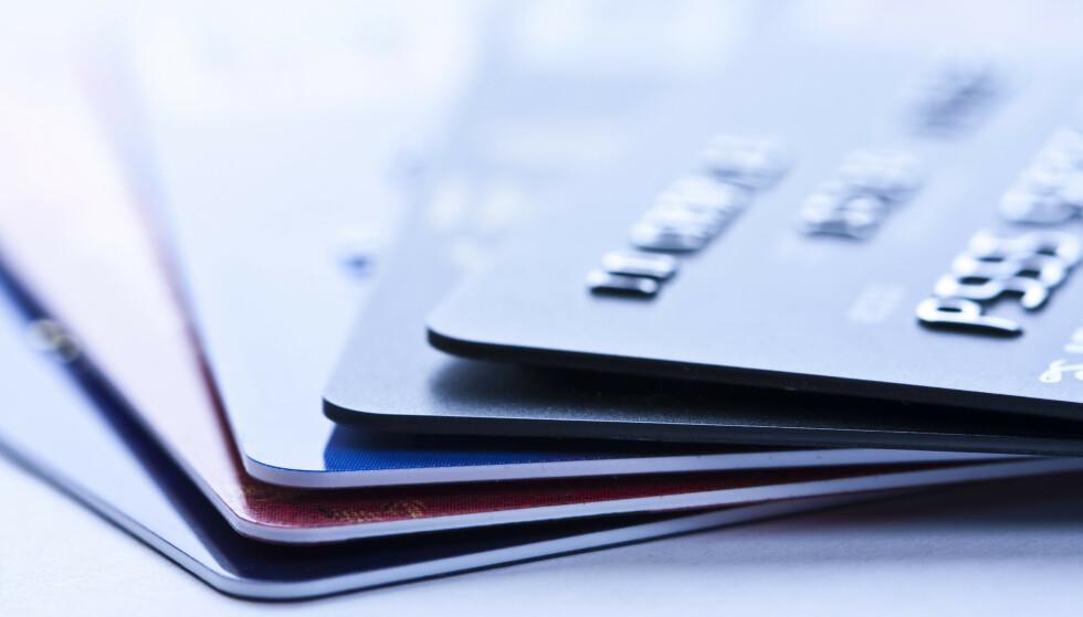 ULEMPEN: Klarer man ikke å dekke hele kredittkortregningen ved første mulighet, må man betale dyre dommer i form av renter og renters renter. FOTO: Scanpix