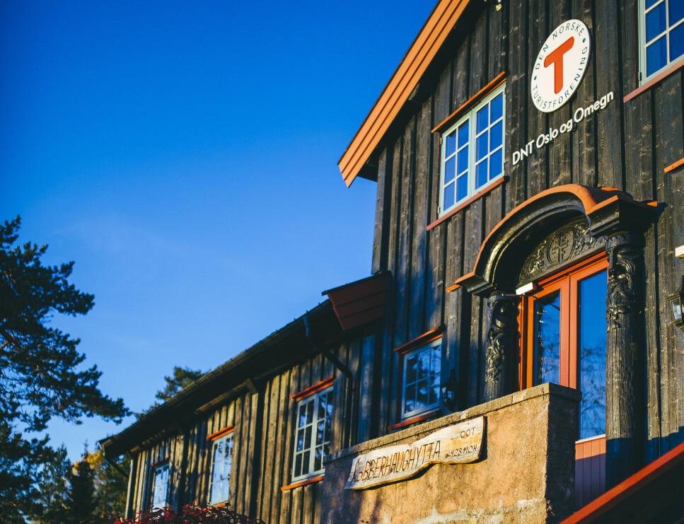 SLIK ÅPNER HYTTENE: Turistforeningen og Kystled-hyttene har begynt å åpne noen av hyttene fra 1. mai. Statskog planlegger å åpne hyttene fra 1. juni. Kobbehaughytta på bildet, åpner for overnatting for mindre grupper fra 15. mai. Foto: Marius Dalseg, Turistforeningen.