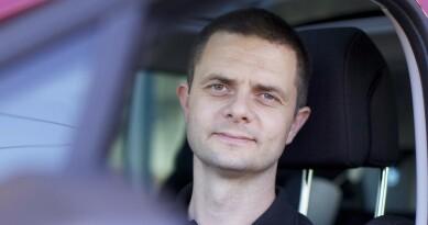 <strong>- FLERE ENN VANLIG:</strong> Senior kommunikasjonsrådgiver i NAF Nils Sødal sier det har hopet seg opp med biler som skal på EU-kontroll. Foto: NAF
