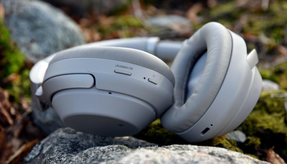 SONY WH-1000XMS: «Det er bare å ta av seg hatten – Sony har nok en gang levert et særdeles godt sett med hodetelefoner», skrev vi da vi teste Sonys toppmodell, men hvordan gjør de seg i et laboratorium? Foto: Pål Joakim Pollen