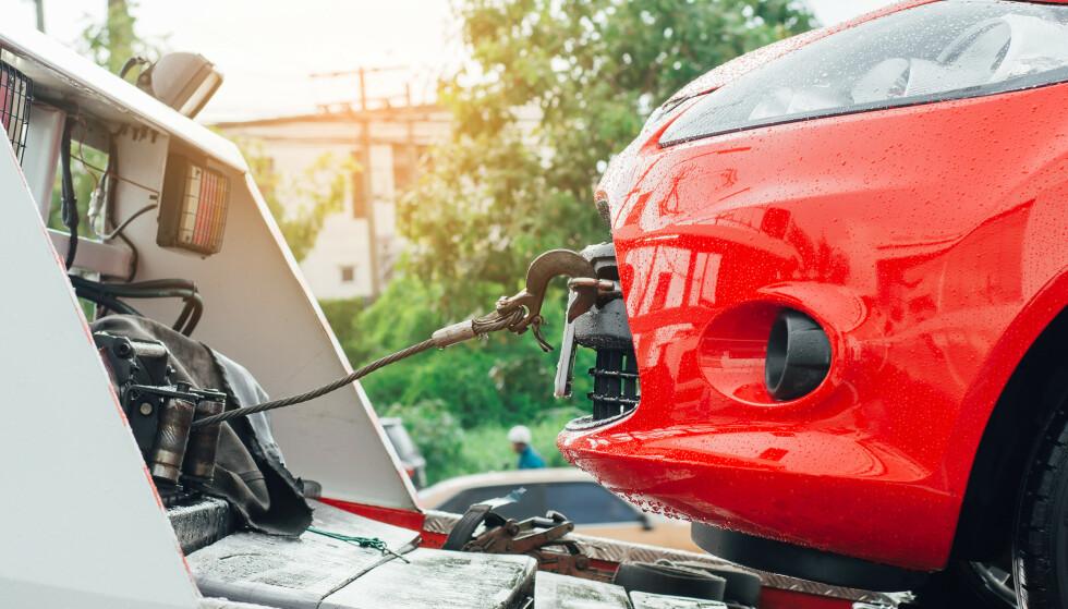 VEIHJELP: Batteriproblemer er en av hovedårsakene til at biler trenger veihjelp. Men hvilke bilmodeller er det som oftest krever assistanse - og hvilke modeller er de som det er minst risiko med, når det kommer til behovet for veihjelp? Det kan en tysk rapport avsløre. Foto: Shutterstock/NTB scanpix