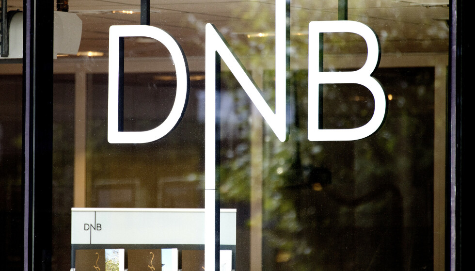 KREVER RENTEKUTT: Huseierne og Forbrukerrådet krever at bankene følger etter Norges Banks rentekutt med lavere boliglånsrente.  De to største bankene i Norge, DNB og Nordea, hadde torsdag ettermiddag ikke meldt om renteendringer. Fredag morgen melder Nordea at de senker rentene. Foto: NTB scanpix