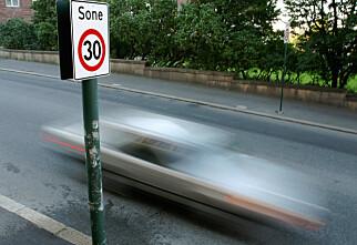 Nær halvparten bryter fartsgrensa