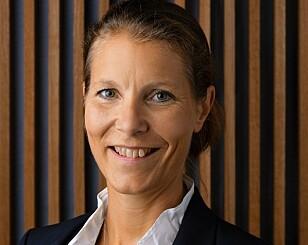 - ANSVARLIG: Malin Ekholm som leder sikkerhetssenteret til Volvo sier at bilprodusenten har et ansvar for å forbedre trafikksikkerheten. Foto: Volvo Cars