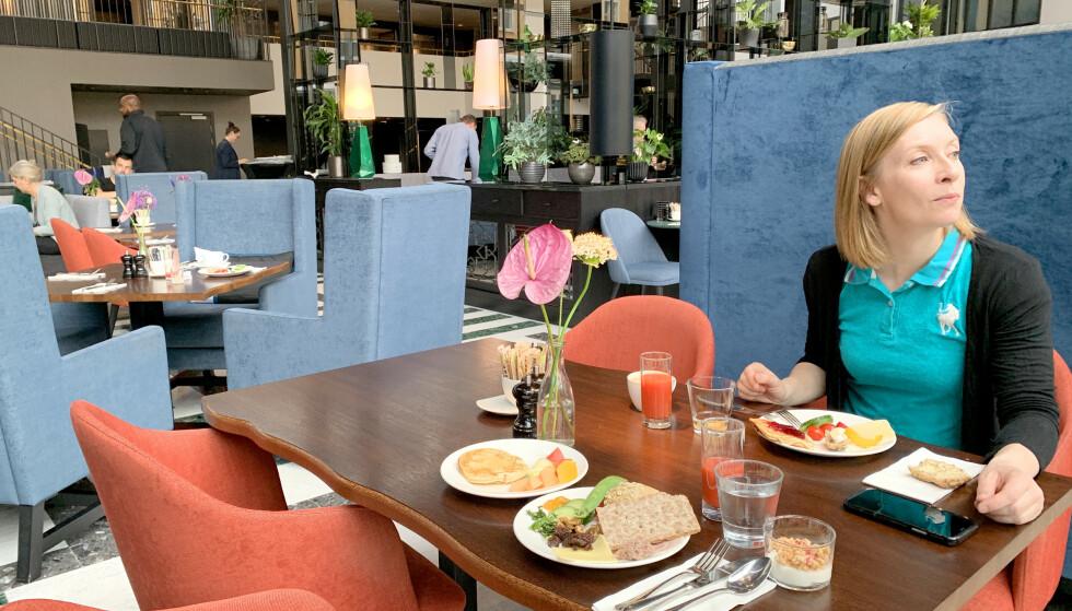 GLEM FROKOSTBUFFETEN: Fristende hotellfrokost fra bugnende frokostbuffet er en av de store gledene ved å bo på hotell for mange. På grunn av coronapandemien er frokostbuffetene borte - og du må forberede deg på en annerledes hotellfrokost. Foto: Kristin Sørdal