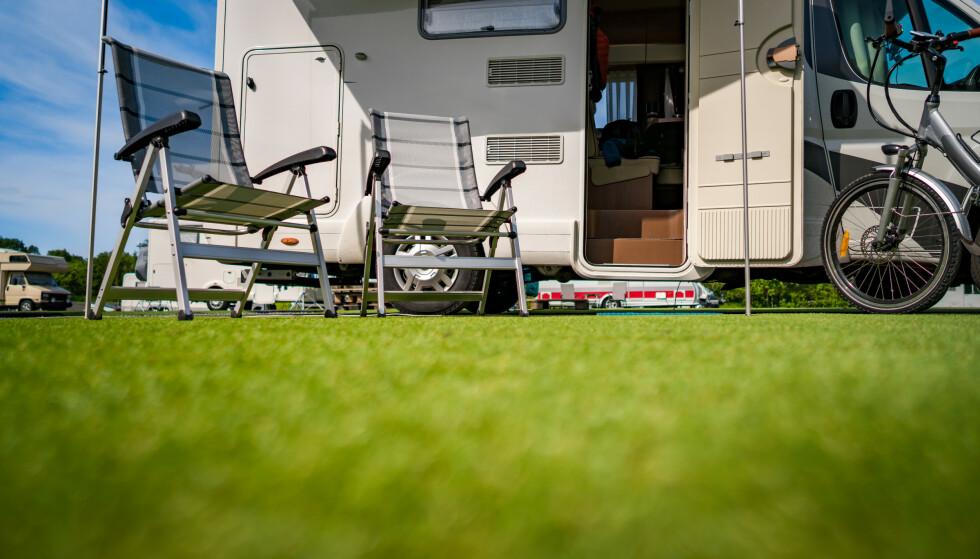 CAMPING: Det finnes rundt 1000 campingplasser i Norge, så hvilken skal du velge? Det er lurt å tenke gjennom hva man har lyst til å oppleve, hvilken type ferie man ønsker og hvor langt man ønsker å reise - i tillegg til å bli enige med reisefølget. Foto: Shutterstock/NTB scanpix