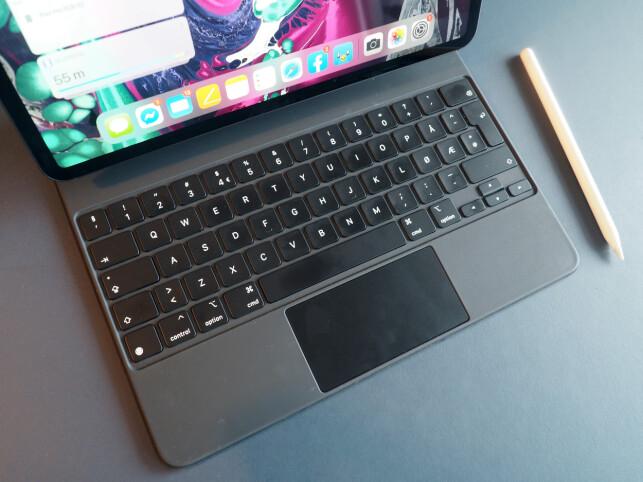 SIMSALABIM: Med Magic Keyboard forvandles iPad Pro til en mer tradisjonell bærbar datamaskin. Foto: Kirsti Østvang