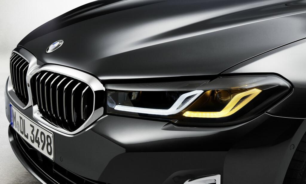 AVANSERT: Grillen er blitt litt bredere og høyere og lyktene har fått 3D effekt på kjørelysene samtidig som den seneste lysteknologien er tilgjengelig. Foto: BMW.