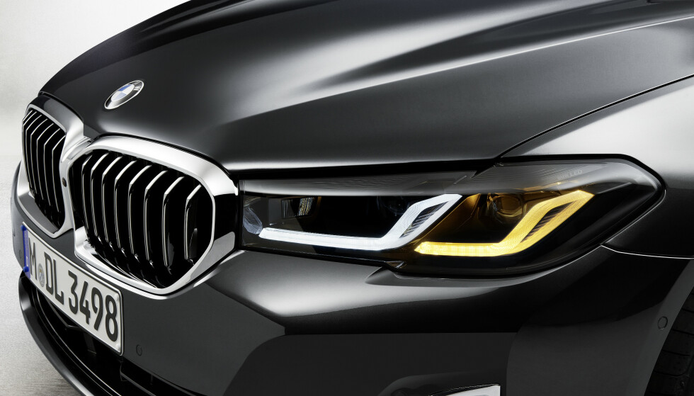 <strong>AVANSERT:</strong> Grillen er blitt litt bredere og høyere og lyktene har fått 3D effekt på kjørelysene samtidig som den seneste lysteknologien er tilgjengelig. Foto: BMW.
