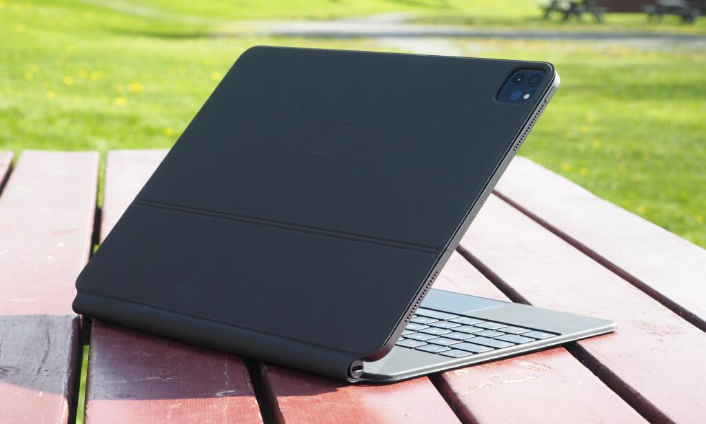 BESKYTTER: Magic Keyboard fungerer også som beskyttelsesomslag for iPad Pro. Foto: Kirsti Østvang
