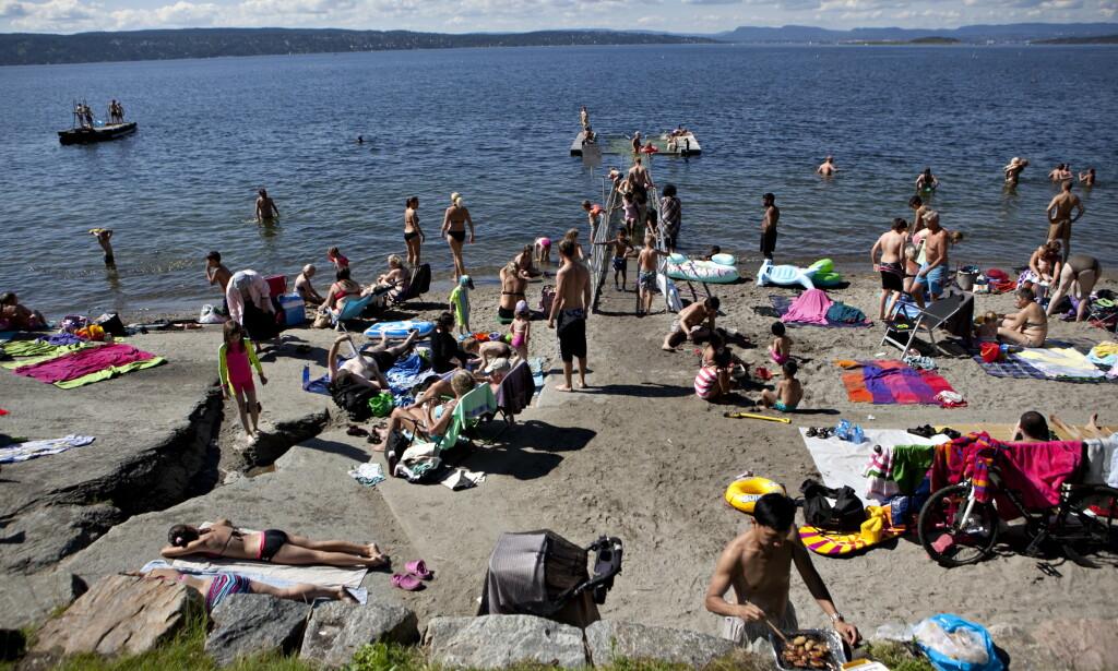 CORONAVIRUS OG BADING: Kan du bade og kose deg til tross for covid-19? Her fra Hvervenbukta i Oslo en tidligere sommer. Foto: NTB Scanpix