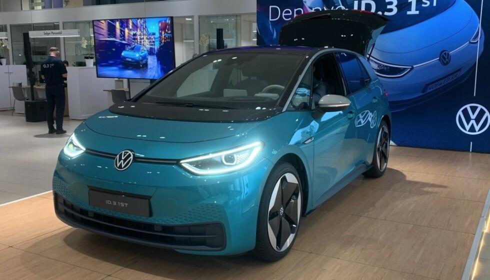 ELBILKØ: Volkswagen tror elbilen ID.3 skal bli en ny norsk storselger. Dem som har bestilt bilen, venter fortsatt. Foto: Elbil24