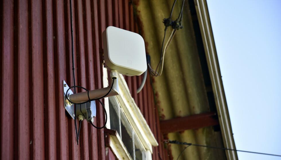 EKSTERN ANTENNE: Både Telenor og Get tilbyr trådløse hjemmebredbåndsløsninger der du får en antenne på veggen for bedre signalmottak. Foto: Pål Joakim Pollen