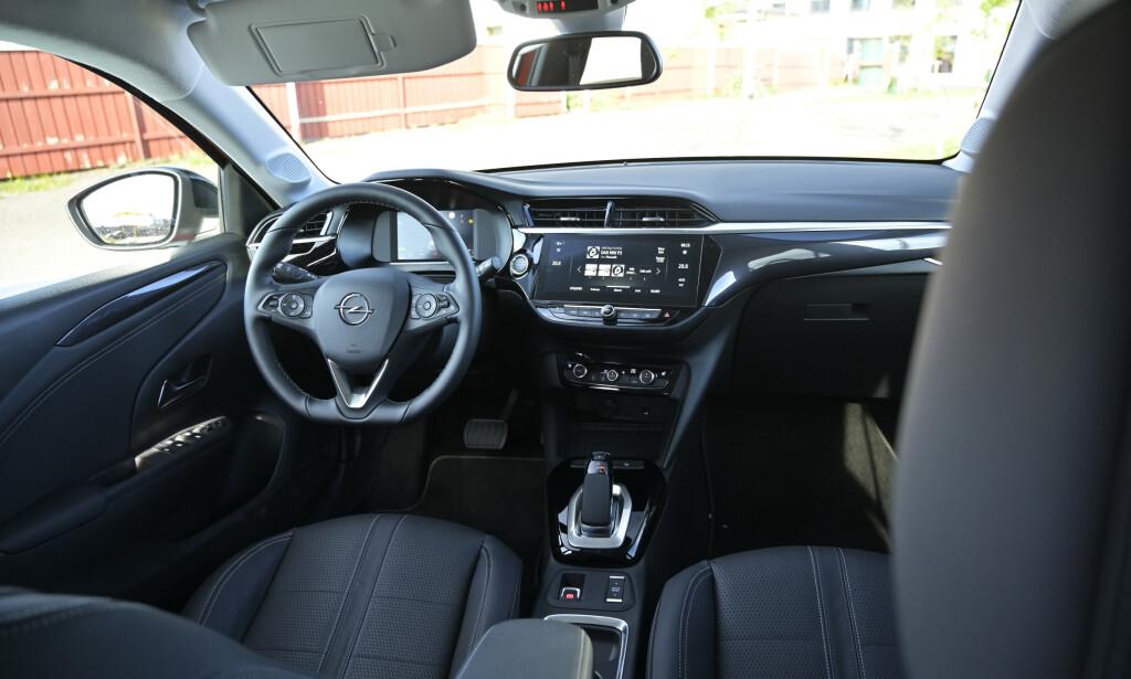 ENKELT: Opels desing kjennes igjen fra øvrig modellutvalg. En nkelt, men egentlig ikke helt logisk, men den er godt utstyrt dersom du legger inn de få ekstra tusenlappene som kreves. Foto: Rune M. Nesheim