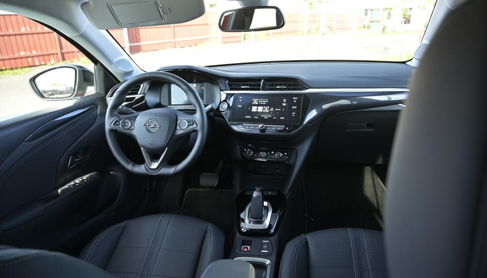 <strong>ENKELT:</strong> Opels desing kjennes igjen fra øvrig modellutvalg. En nkelt, men egentlig ikke helt logisk, men den er godt utstyrt dersom du legger inn de få ekstra tusenlappene som kreves. Foto: Rune M. Nesheim