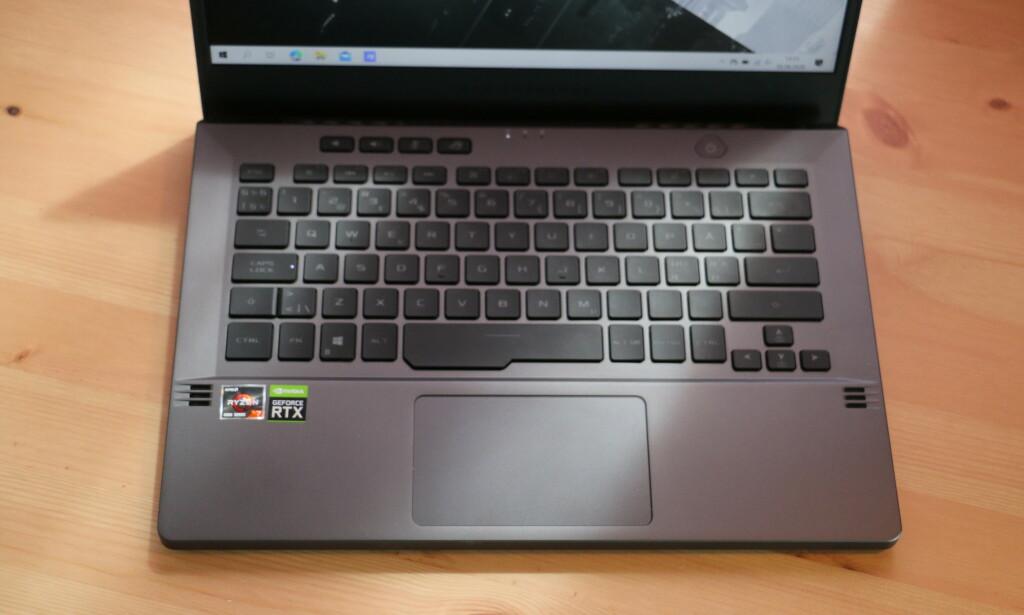 Tastaturet er godt å skrive på, men vi er ikke tilhengere av det amerikanske oppsettet. Foto: Martin Kynningsrud Størbu
