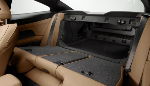 PRAKTISK: 400 liters vanlig bagasjerom kan utvides radikalt med tredelt bakseterygg. Foto: BMW