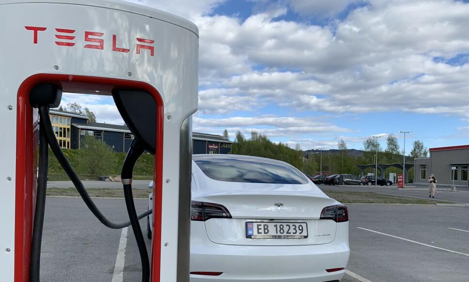 I MOTBAKKE: Elbilsalget generelt og Tesla spesielt opplever stor tilbakegang i nybilstatistikken i mai. Foto: Øystein B. Fossum