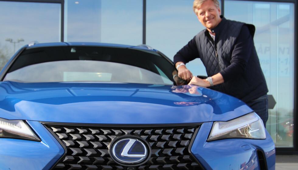 <strong>HYBRID-SJEF:</strong> Lexus er bilen som det er aller minst problemer med, ifølge den Maskinspaderapport 2020. Lexus-sjef Knut-Eik Jahnsen gir mye av æren til hybridteknologien. Foto: Lexus