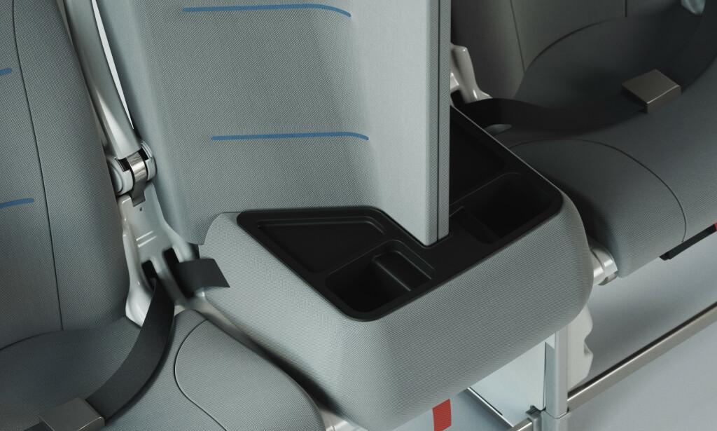 ØKONOMIKLASSE: Dette er Interspace Lite, som er førstemann ut av de corona-vennlige seteinstallasjonene. Det er tenkt å kunne installeres på midtsetet eller på setet inn mot midtgangen. Foto: Universal Movement