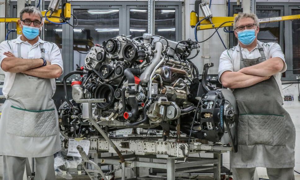 <strong>HÅNDBYGGET SVÆRING:</strong> V8-eren på 6,75 liter har vært bygget og videreutviklet i 61 år. Nå er det kroken på døra for den tradisjonsrike motoren. Foto: Bentley