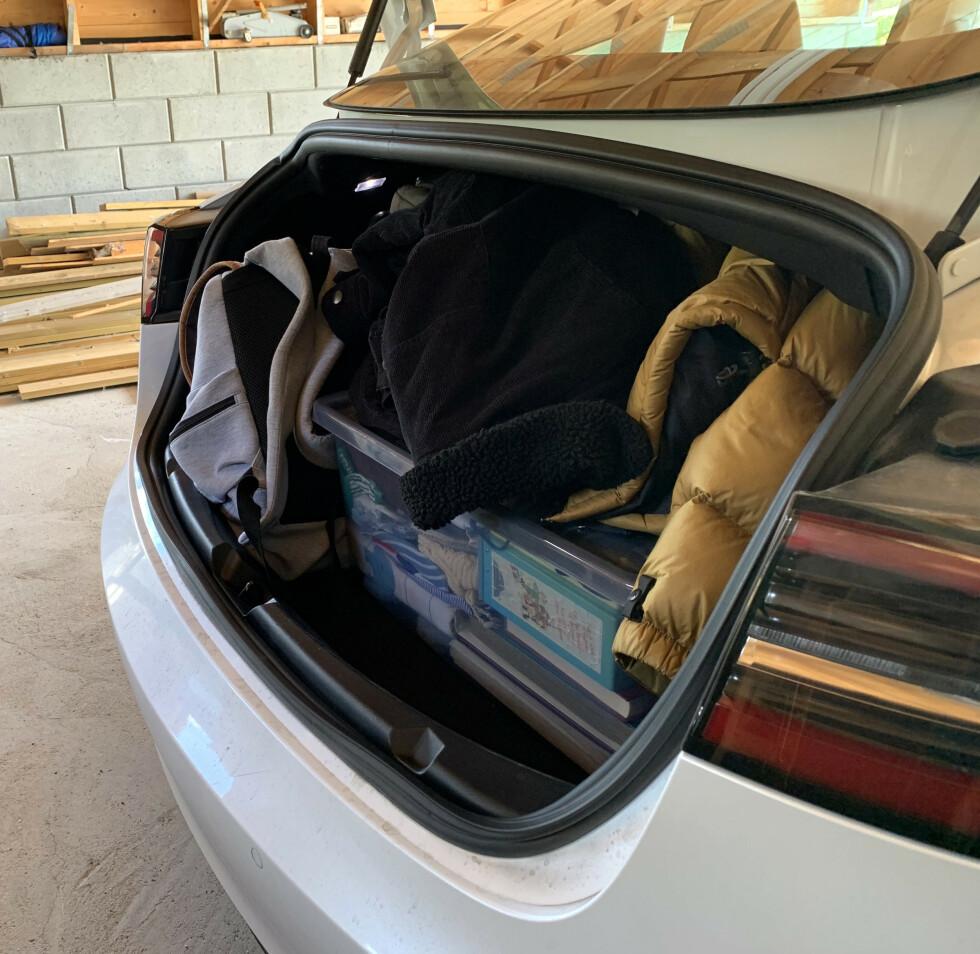 <strong>LAV BAGASJEROM:</strong> Har du med deg barnevogn er det fornuftig å pakke i mindre bager, slik at du får utnyttet plassen. Foto: Øystein B. Fossum