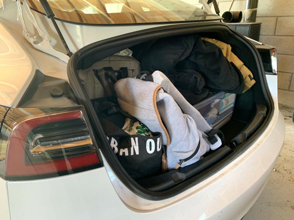 LAV BAGASJEROM: Har du med deg barnevogn er det fornuftig å pakke i mindre bager, slik at du får utnyttet plassen. Foto: Øystein B. Fossum