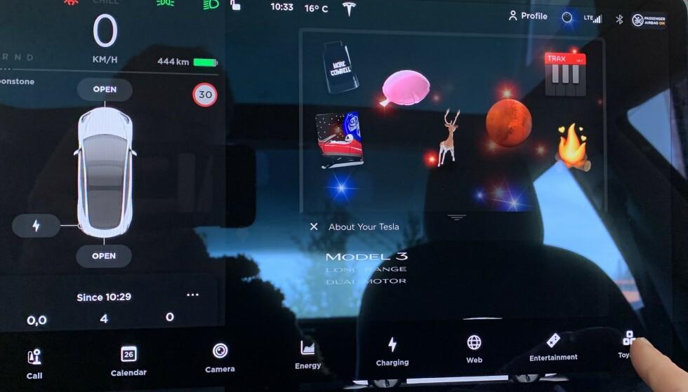 APPER: Bilen har flere spill og funksjoner liggende i applikasjonene på skjermen. Ungene kan naturligvis spille der, mens bilen lader, men de fleste har vel smarttelefon nå? Foto: Øystein B. Fossum
