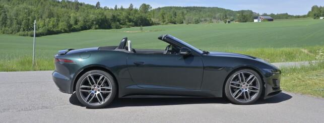 CAB ELLER COUPE: Jaguar har med forholdsvis enkel design klart å fange essensen av en toseters sportsbil. Foto: Rune M. Nesheim