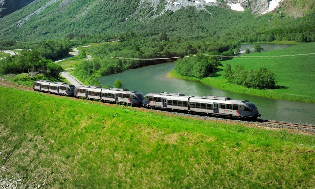 RAUMABANEN: Fra og med i dag er det SJ Norge som står for togdriften på Dovrebanen og Nordlandsbanen. Foto: Leif Olestad