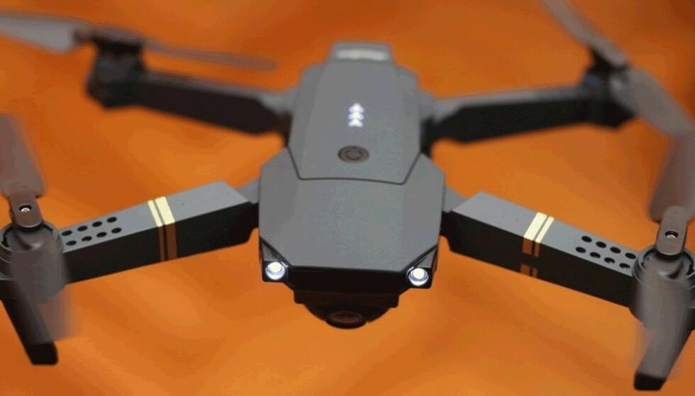 BILLIG: X Drone HD frister med en pris på under tusenlappen, men den bør du holde deg langt unna. Foto: X Drone HD