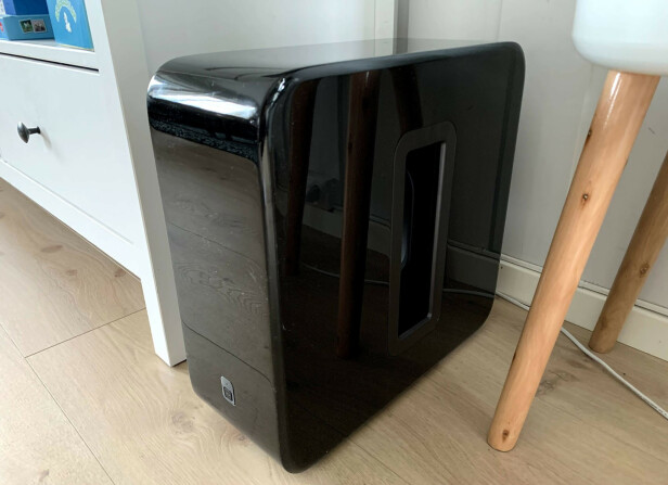 <strong>BASS:</strong> Den kan minne om en stor stasjonær PC, men utover det er det stort sett bare positivt å si om Sonos Sub. Foto: BJørn Eirik Loftås