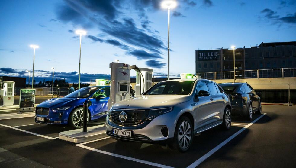 MEST SOLGT: Mercedes solgte flest biler i juli, mest takket være den helelektriske EQC og stort modellprogram med ladbare hybrider. Foto: Jamieson Pothecary.