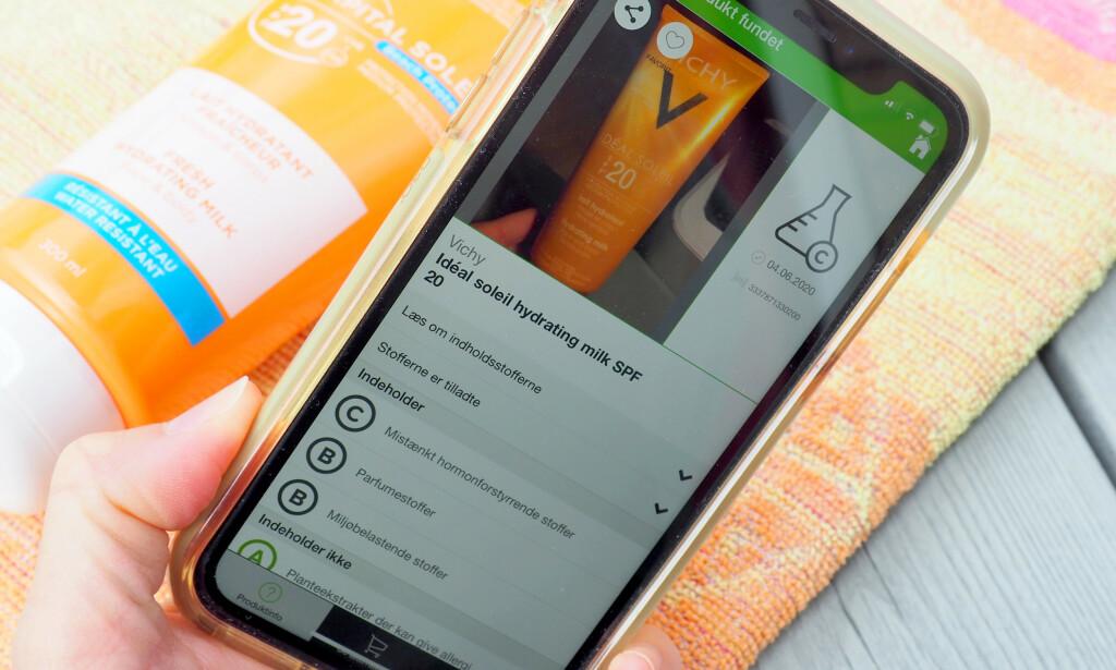 SJEKK SOLKREMEN DIN: Med appen «Kemiluppen» kan du scanne strekkoden på produktet og få svar på om det inneholder uønskede stoffer. Du kan også bla i lister og søke opp aktuelle produkter. Appen er dansk, men du kan fint bruke den også i Norge. Foto: Kristin Sørdal