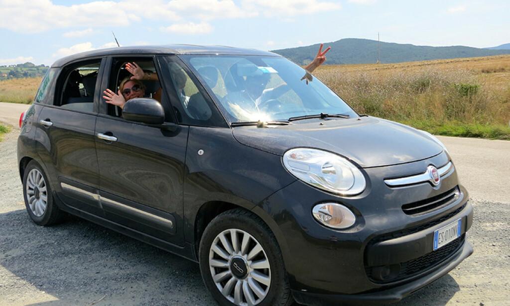 REISER MED BARN: Mette Skaland og mannen er veteraner i å kjøre bil med sine tre barn. Her fra en bilferie i Toscana. Foto: Mette Skaland / Reisemedbarn.no.