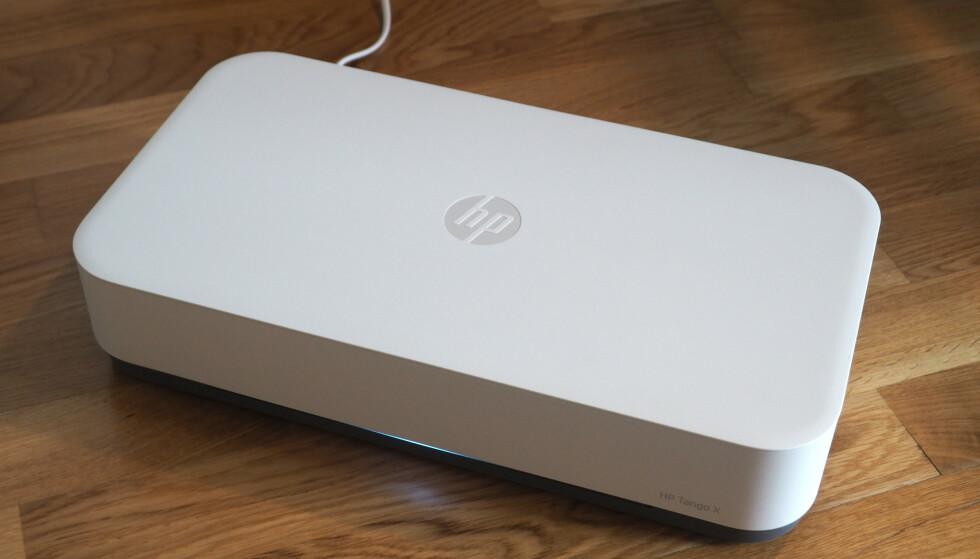 STILIG SKRIVER: Det er to ord du kanskje ikke hører så ofte brukt sammen, men HP Tango X er intet mindre enn en stilig skriver. Men hvordan er den i bruk? Foto: Kirsti Østvang