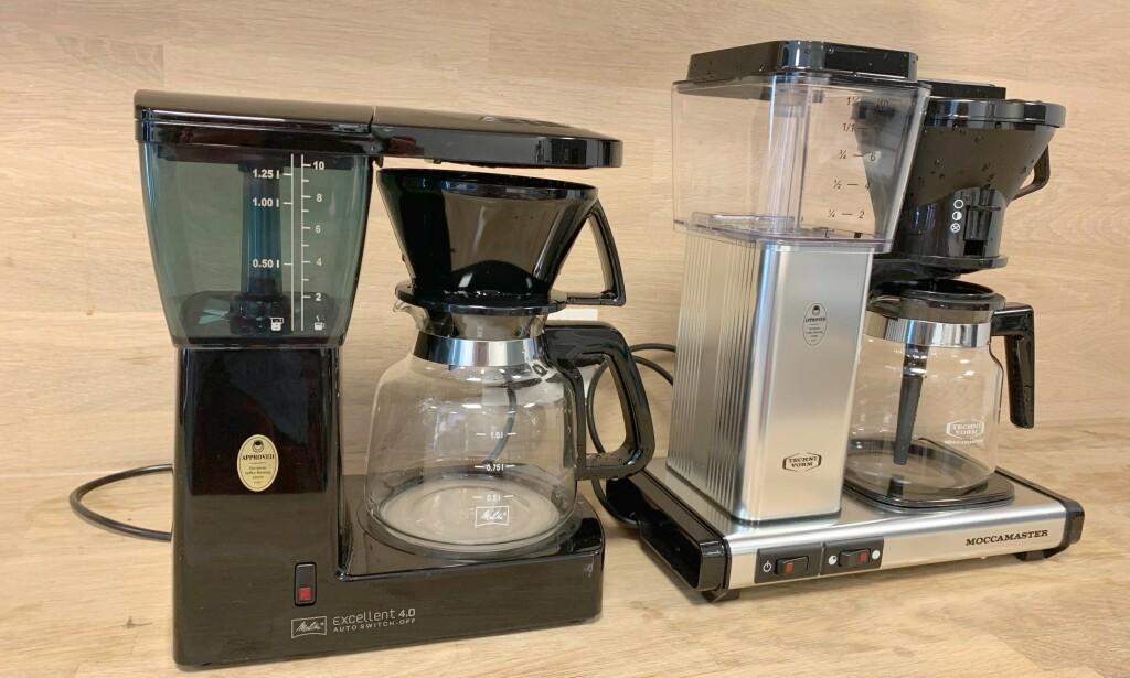 BILLIG MOT DYRT: Om lag én tusenlapp skiller kaffetrakteren til Melitta og Moccamaster. Men, er den dyreste det beste kjøpet? Foto: Eilin Lindvoll.
