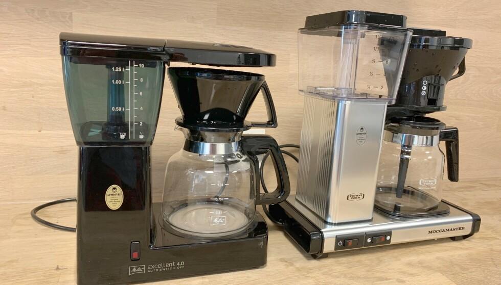 <strong>BILLIG MOT DYRT:</strong> Om lag én tusenlapp skiller kaffetrakteren til Melitta og Moccamaster. Men, er den dyreste det beste kjøpet? Foto: Eilin Lindvoll.