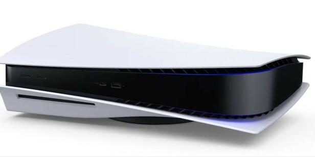 PlayStation 5 kan selvsagt også plasseres liggende.