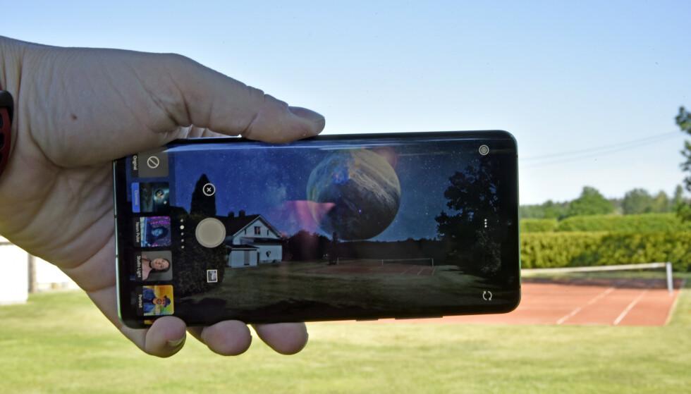 <strong>TRYLL, TRYLL:</strong> Nye Photoshop Camera lar deg bruke en rekke effekter på bildene dine, enten du vil ha portrettbilder med uskarp bakgrunn eller planeter på himmelen. Foto: Pål Joakim Pollen