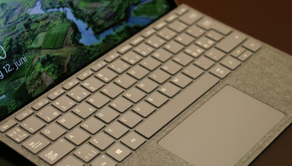 Surface Type Cover er lite, men veldig godt å skrive på. Det er bare synd det ikke medfølger i esken. Foto: Martin Kynningsrud Størbu