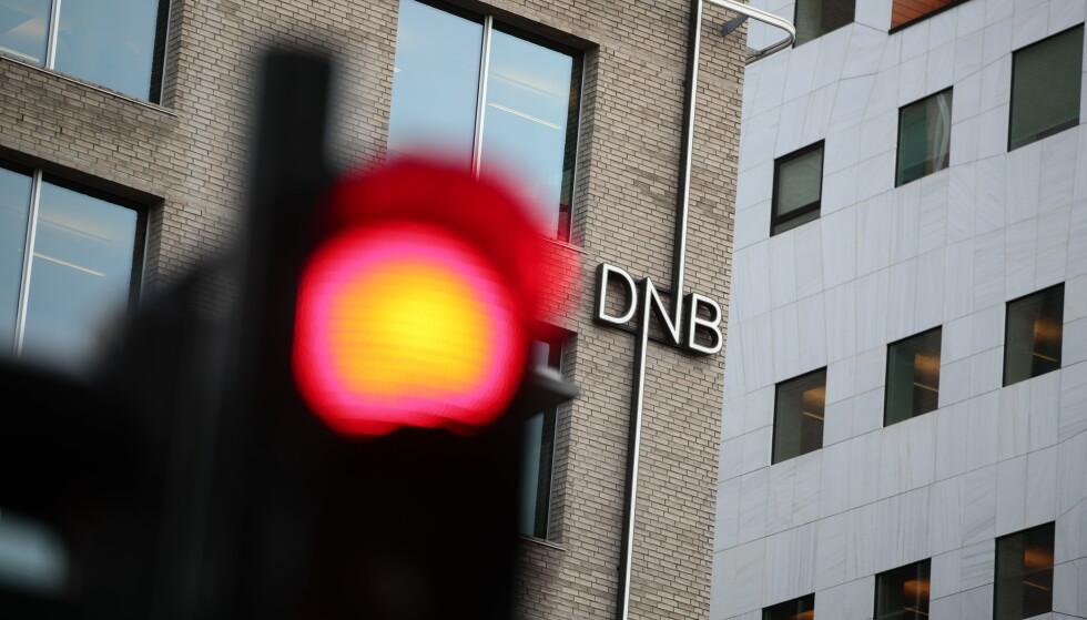 DNB-TRØBBEL: Et betydelig antall kunder i DNB opplever at penger som skulle kommet på konto søndag fortsatt ikke er på plass. DNB sier de fremdeles jobber med å fikse problemet. Foto: NTB scanpix