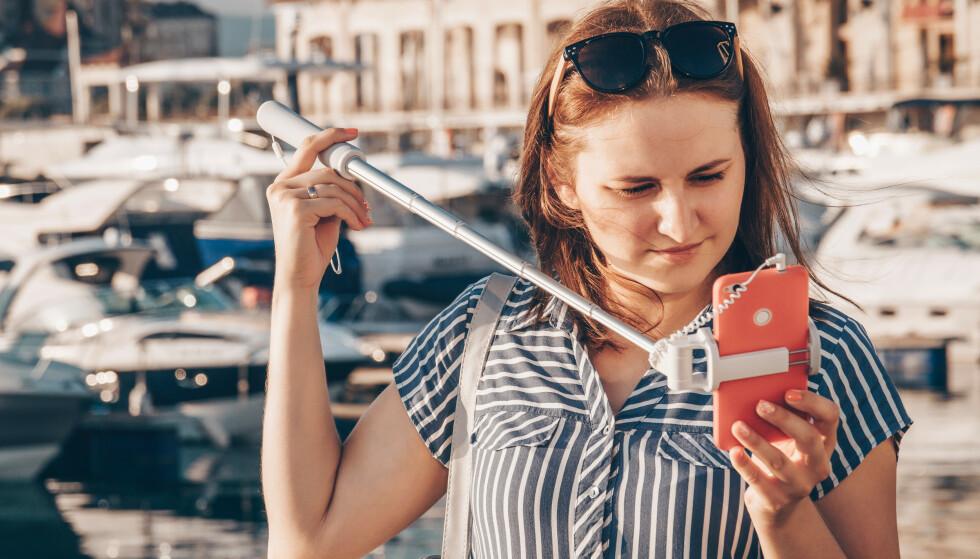 DEKKES IKKE ALLTID: Hva om du mister solbrillene eller mobilen overbord under båtturen? Dette kan forsikringen dekke, men da må visse omstendigheter inntreffe. Les hvilke i saken under. Foto: Shutterstock/NTB Scanpix.